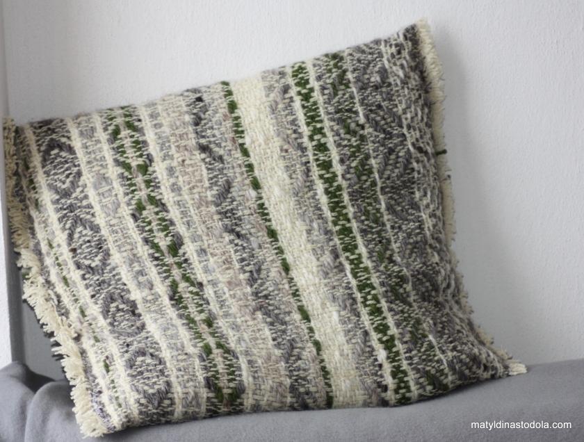 ručně tkaný z ručně předené islandské vlny