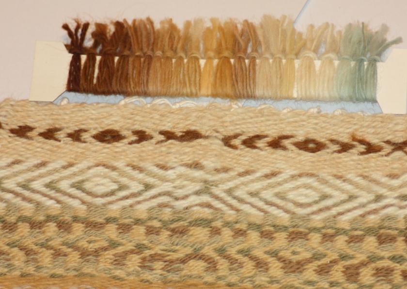 Vzorek přeložené tkaniny a barevnice příze